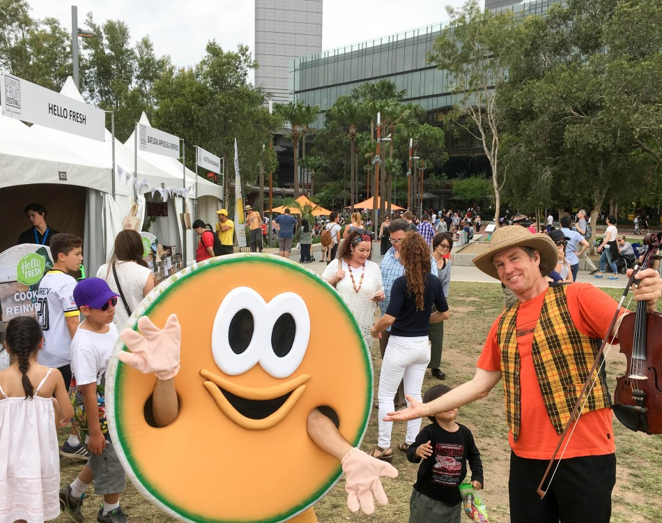 sydney_summerfruit_festival_morris_the_melon_with_crowd